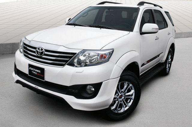 Được phát triển dựa trên phiên bản Fortuner cao cấp nhất là Fortuner V, Fortuner TRD Sportivo 2015 về cơ bản không có gì khác biệt ngoài phong cách thể thao hơn và màu sắc ngoại thất trắng tuyết nổi bật